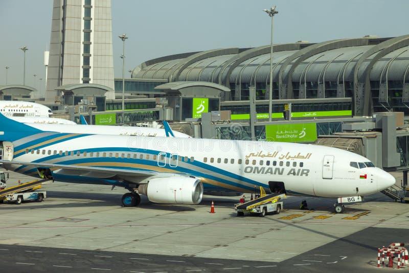 Muscateldruif, Oman, beeld gedateerd 31 de Muscateldruif nieuwe luchthaven van September 2018 met de luchtvliegtuigen van Oman stock afbeeldingen