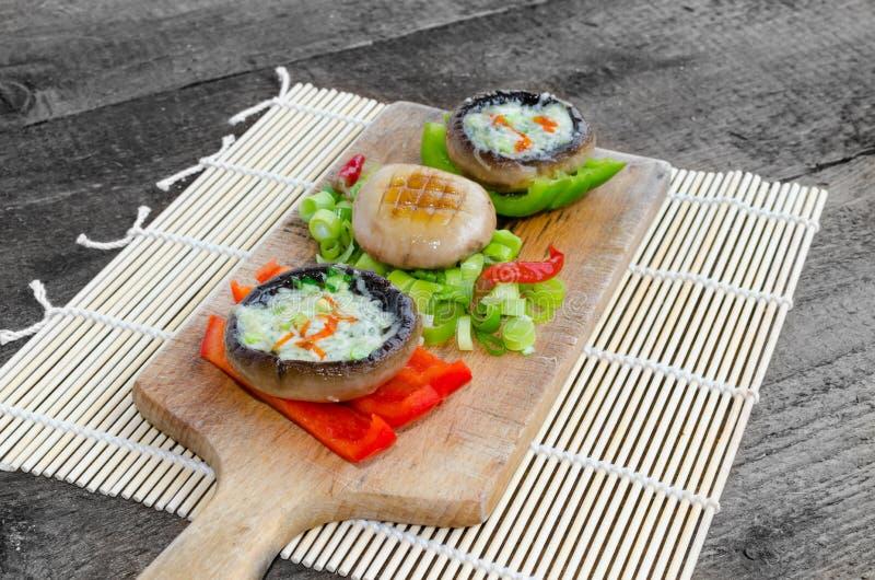 Download Muschrooms Cocidos Con Queso Verde Foto de archivo - Imagen de queso, homemade: 42425684