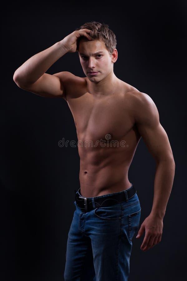 Muscle Il Giovane Operaio Sporco Nudo Sexy Con Il Blocco
