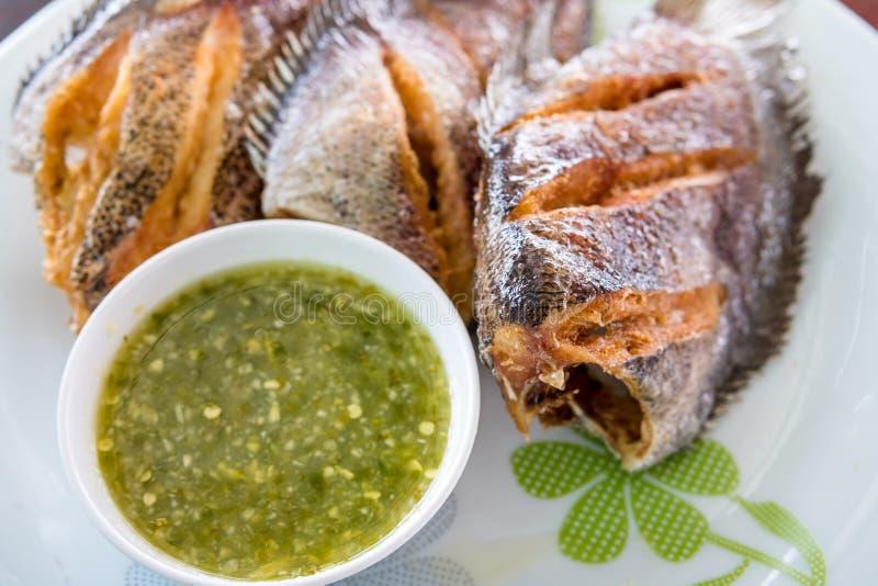 Muscle pectoral de Trichogaster, nourriture thaïlandaise frite de poissons de salid photo stock