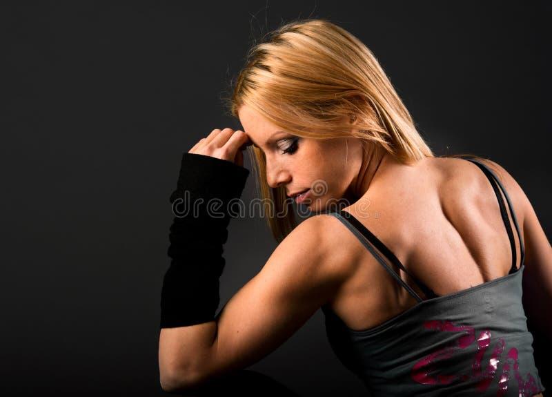 Muscoli dorsali della donna adatta immagine stock libera da diritti