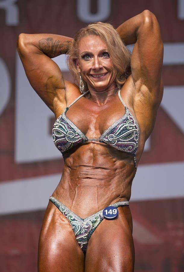 redhead-muscle-female