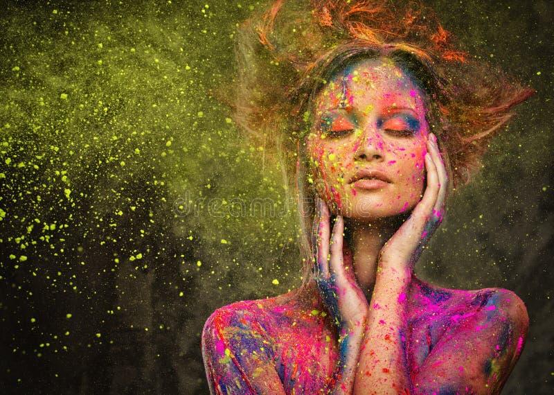 Muse mit kreativer Körperkunst stockfotografie