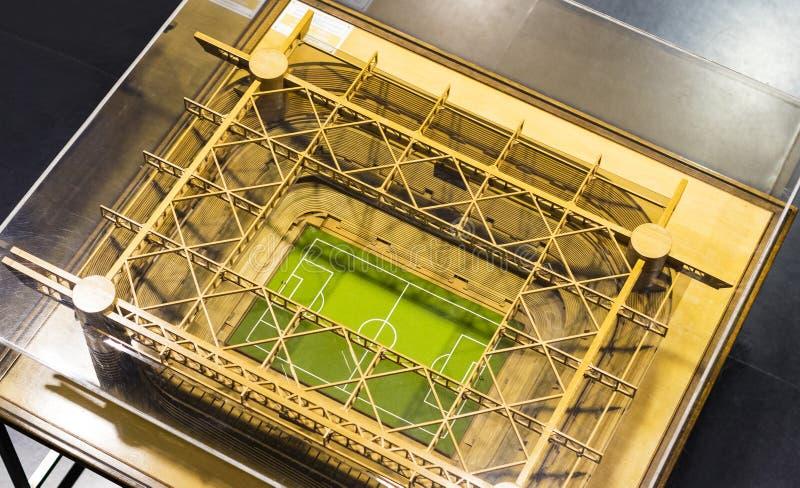 Museet är berömt för spelare av fotbollklubbor inter-Milan och Milan T-tröja på den San Siro stadion arkivfoton