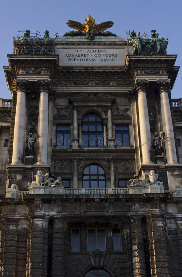 Museet av etnologi i Burggarten parkerar i Wien royaltyfri fotografi