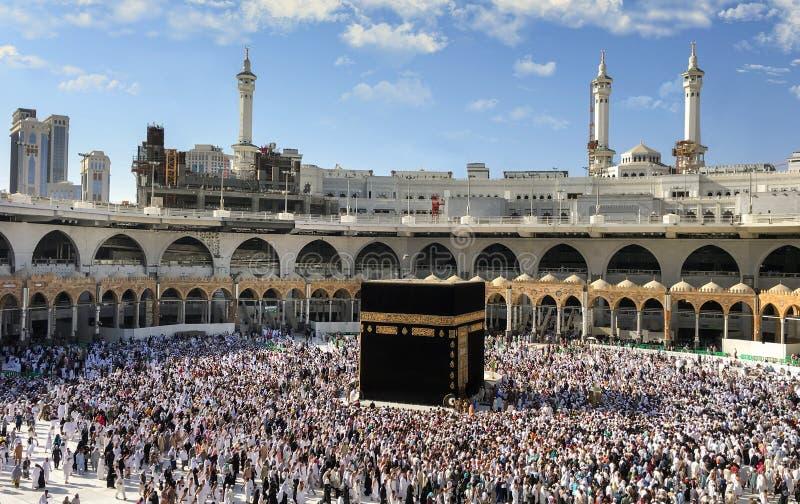 Muselmaner samlade i Mecka av de olika länderna för världs` s arkivfoton