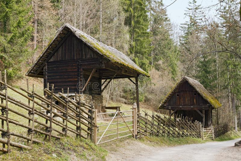 Museo all'aperto austriaco Stuebing vicino a Graz: Lino-maciullare sparso fotografie stock