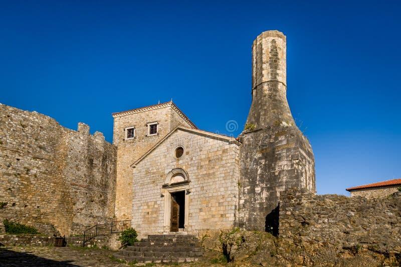 Museo archeologico di vecchia città di Dulcigno, Montenegro fotografia stock