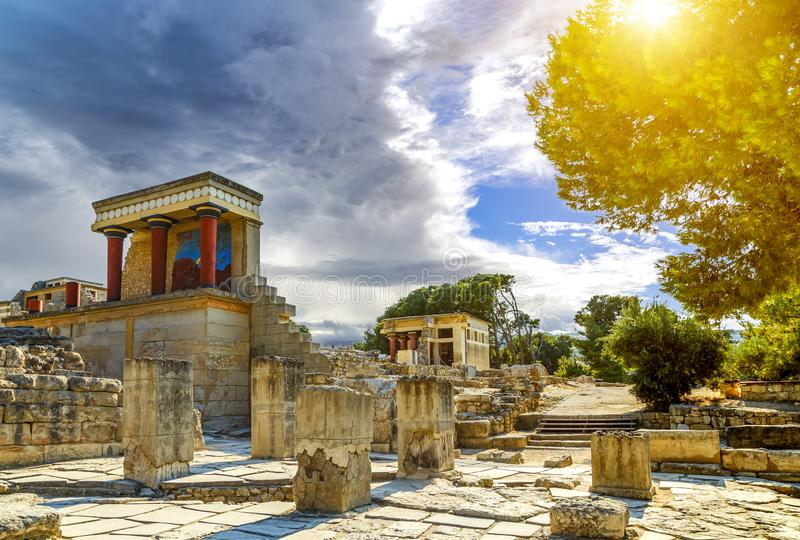 Museo arqueológico del aire abierto del palacio de Knoss en la isla de Creta, Grecia imagenes de archivo