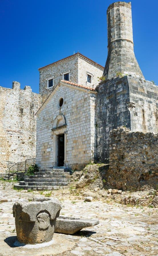 Museo arqueológico en la ciudad vieja, Ulcinj, Montenegro fotografía de archivo libre de regalías