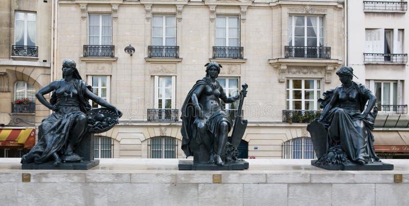 Museo d'Orsay de Musee fuera de las estatuas fotografía de archivo libre de regalías