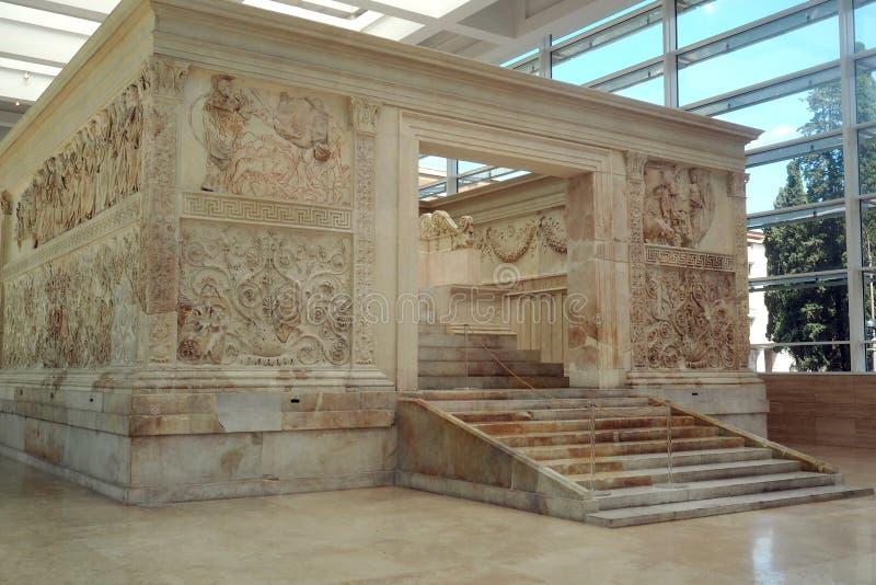 Museo de Ara Pacis en Roma, Italia foto de archivo