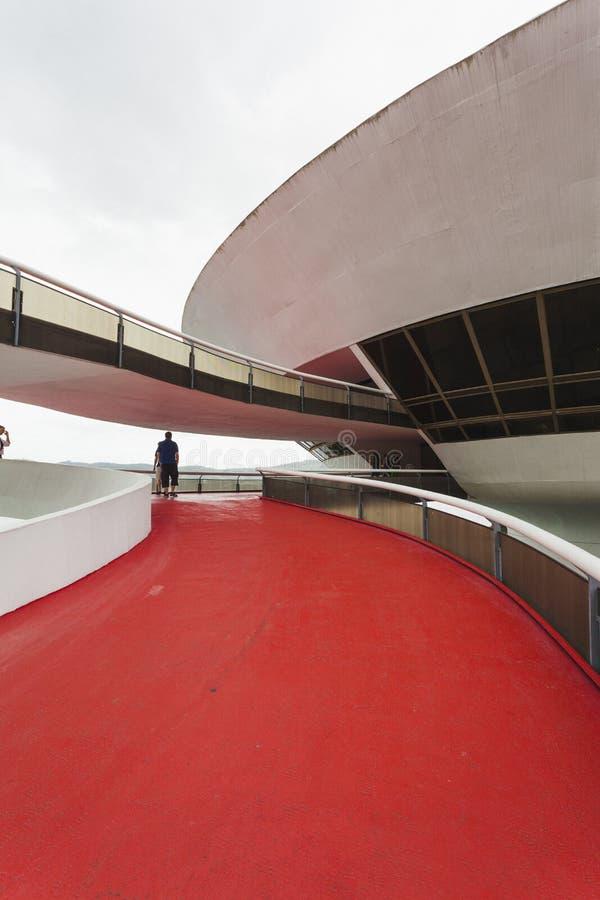 MUSEO DE ARTE CONTEMPORÁNEO DE NITEROI, RIO DE JANEIRO, EL BRASIL - NOVEMB fotos de archivo