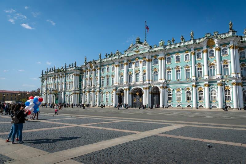 Museo de ermita en el cuadrado del palacio en St Petersburg, Rusia foto de archivo