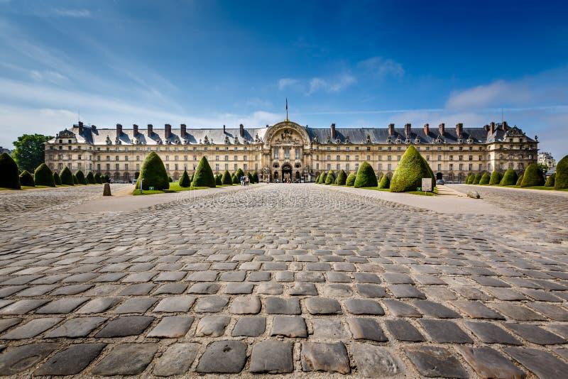 Museo de la historia de la guerra de Les Invalides en París imagenes de archivo