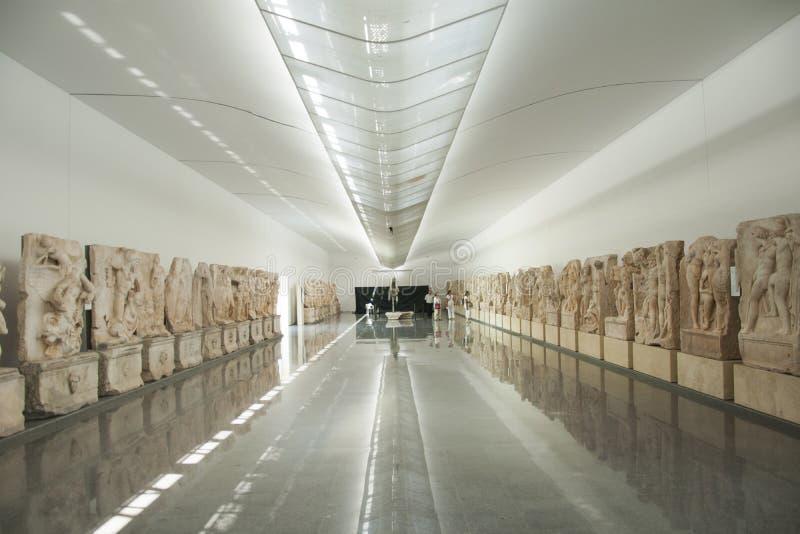 Museo de los Aphrodisias, salón grande de los alivios de Sebasteion en la ciudad de Aydin, Turquía fotografía de archivo libre de regalías
