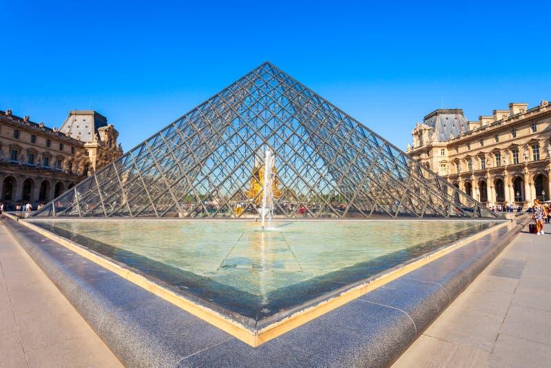 Museo del Louvre en París imagen de archivo
