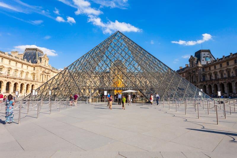 Museo del Louvre en París fotografía de archivo libre de regalías
