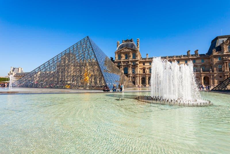 Museo del Louvre en Par?s imágenes de archivo libres de regalías