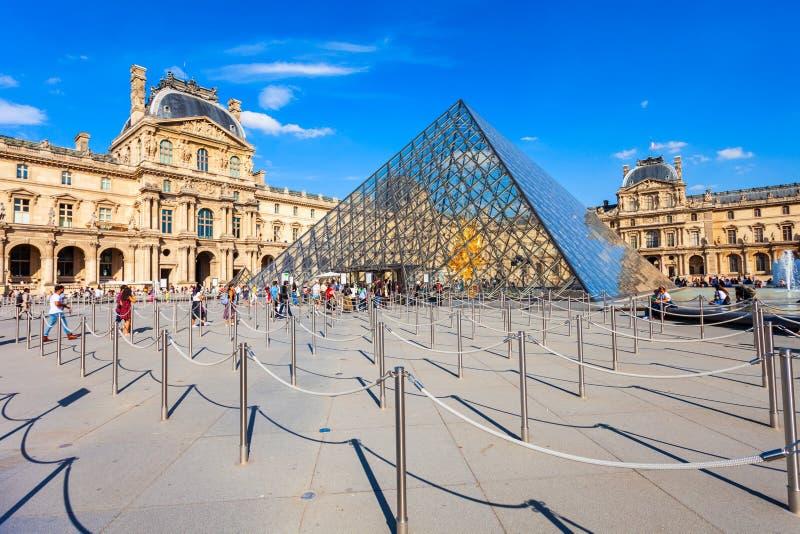 Museo del Louvre en Par?s imagen de archivo libre de regalías