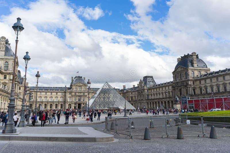 Museo del Louvre a Parigi fotografia stock libera da diritti