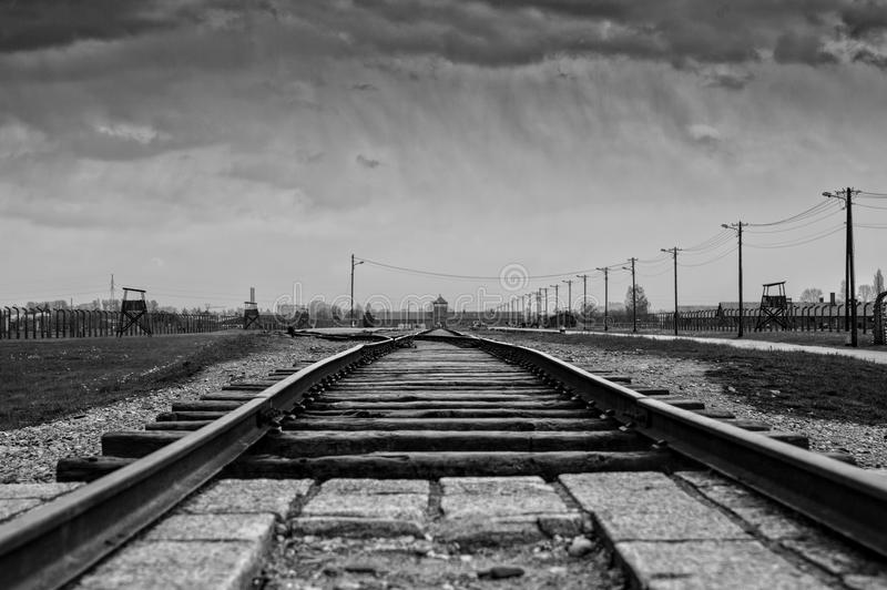Museo del memoriale di olocausto Museo Auschwitz - Birkenau Entrata principale al campo di concentramento fotografia stock libera da diritti