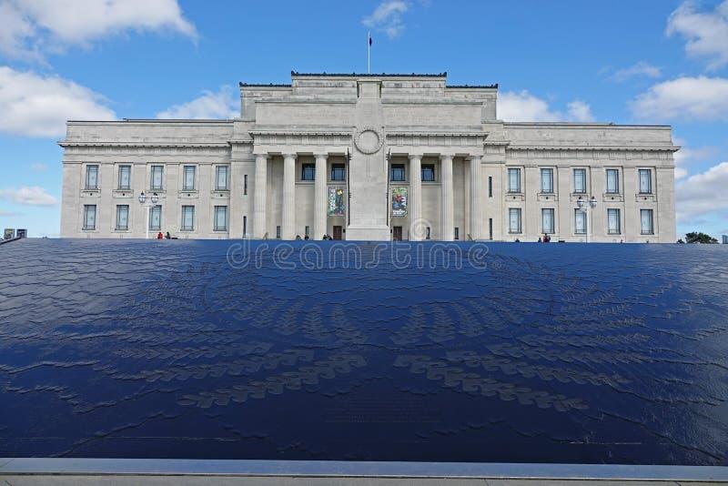 Museo del monumento de guerra en la ciudad de Auckland, Nueva Zelanda imágenes de archivo libres de regalías