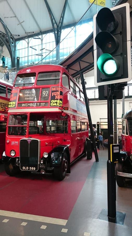 Museo del transporte de Londres - autobús de dos pisos inglés imagenes de archivo