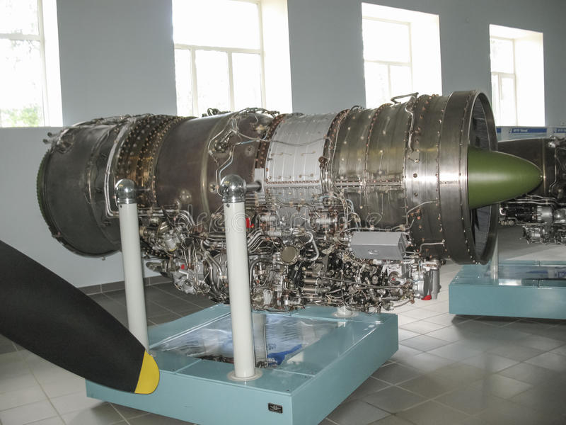 Museo della storia della costruzione del motore di aerei Motori di aerei sui supporti Motori a turbina e motori a combustione int immagine stock