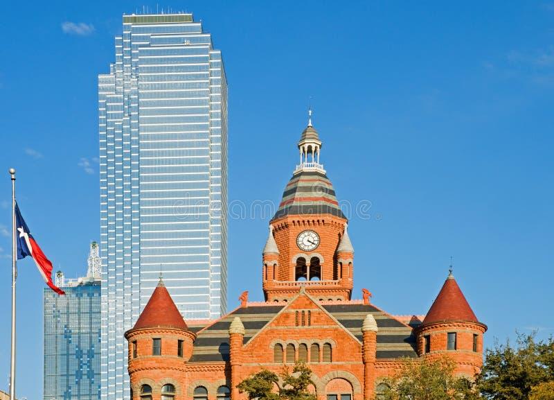 Museo di Dallas e bandierina del Texas immagini stock libere da diritti