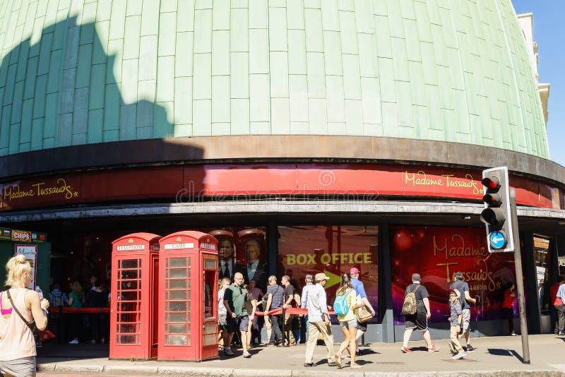 Museo di signora Tussauds con la cabina telefonica rossa fotografie stock libere da diritti