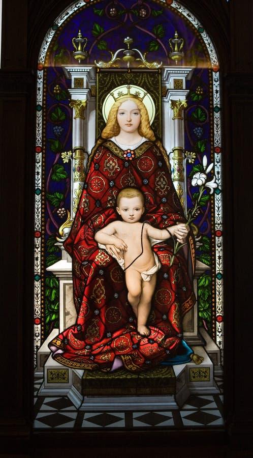 Museo di Vatican di vetro macchiato del bambino e della madre fotografia stock libera da diritti