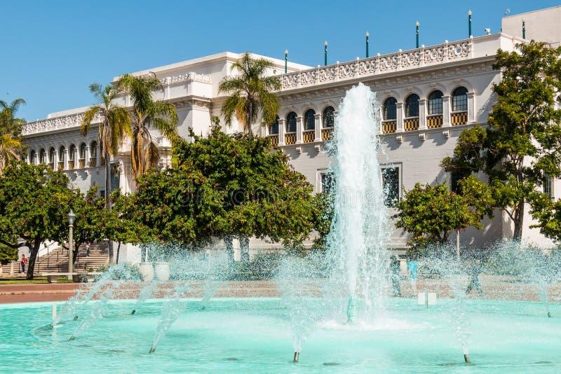 Museo e fontana di storia naturale nel parco della balboa fotografia stock