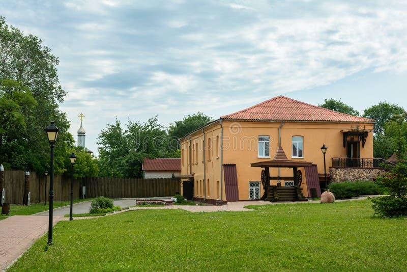 Museo en el territorio del castillo en la ciudad de Mozyr belarus foto de archivo