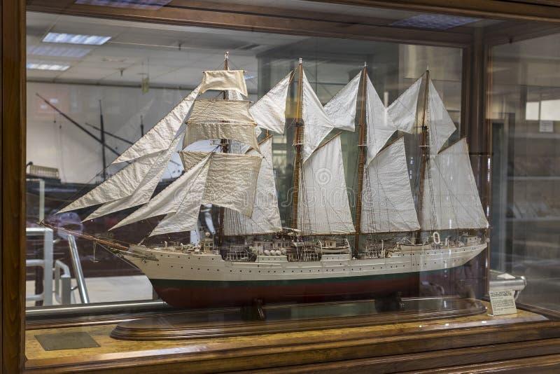 Museo marítimo en la historia de Madrid de los artefactos históricos españoles de los modelos de barco de la Armada imagen de archivo