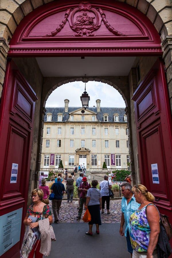 Museo medieval de la tapicería de Bayeux que contiene la historia los 69m larga de Guillermo la invasión del inglés del ` s del c foto de archivo libre de regalías