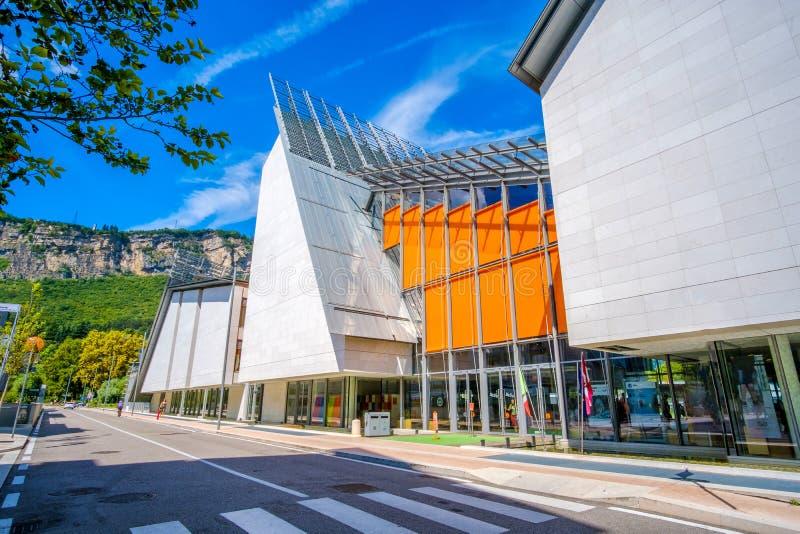 Museo moderno de la MUSA del ` s de Renzo Piano de la historia natural en Trento Italia imagenes de archivo