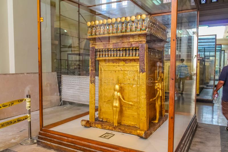 Museo nacional Expans de El Cairo dedicado a Egipto antiguo, a los Pharaohs, a las momias y a las pirámides egipcias imagen de archivo libre de regalías