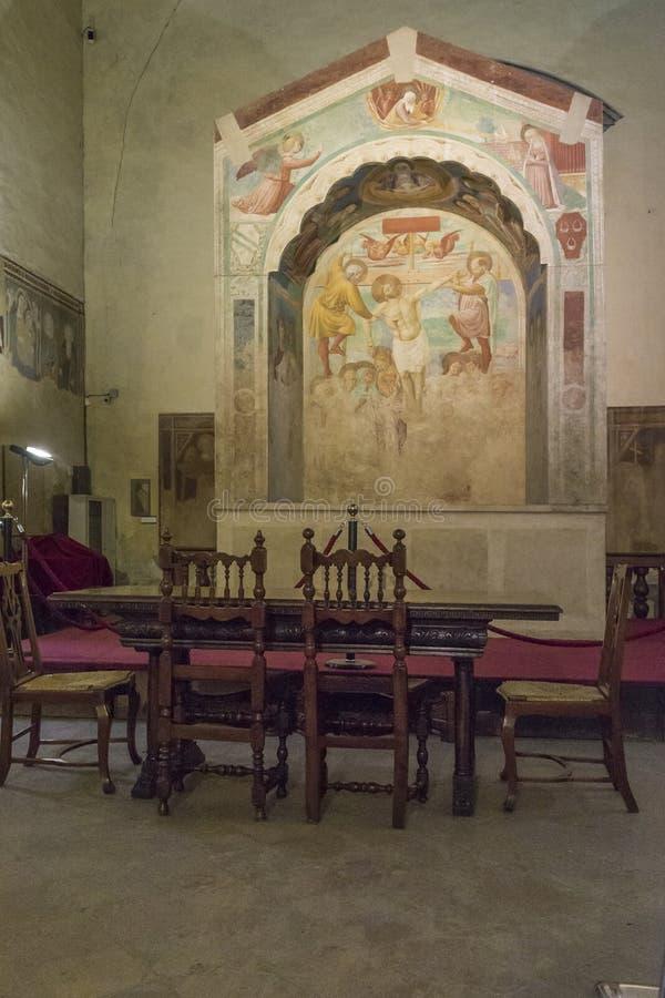 Museo Pasillo en la iglesia anterior de St Thomas y Prosper, Certaldo, Italia foto de archivo