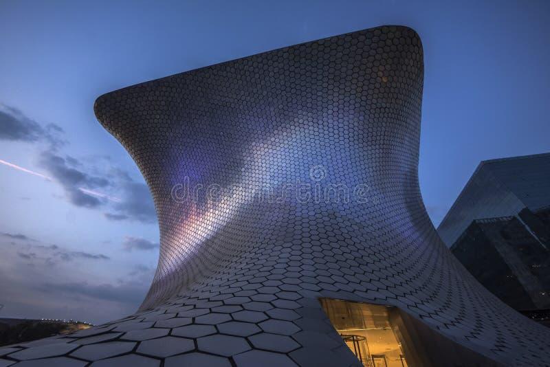 Museo Museo Soumaya de Soumayo, diseñado por el arquitecto mexicano Fernando Romero foto de archivo