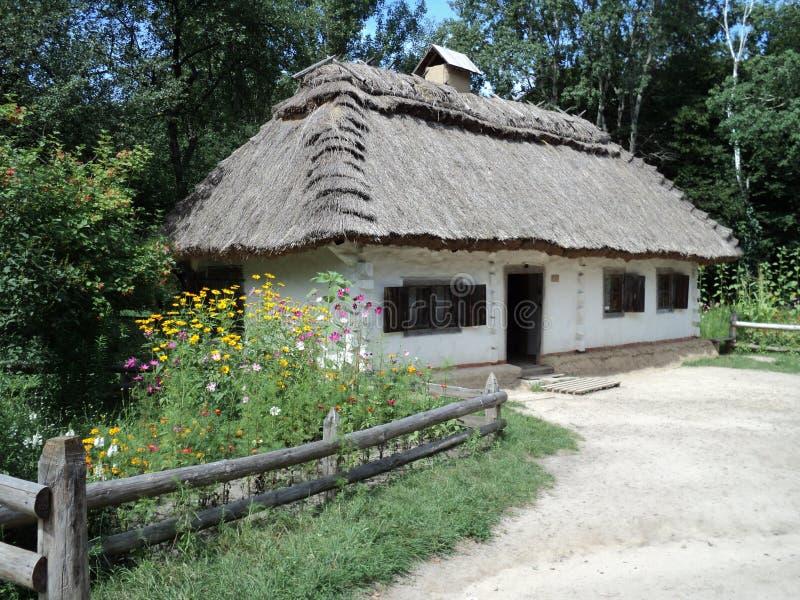 Museo y arquitectura en la opinión del kyiv de la casa rural foto de archivo
