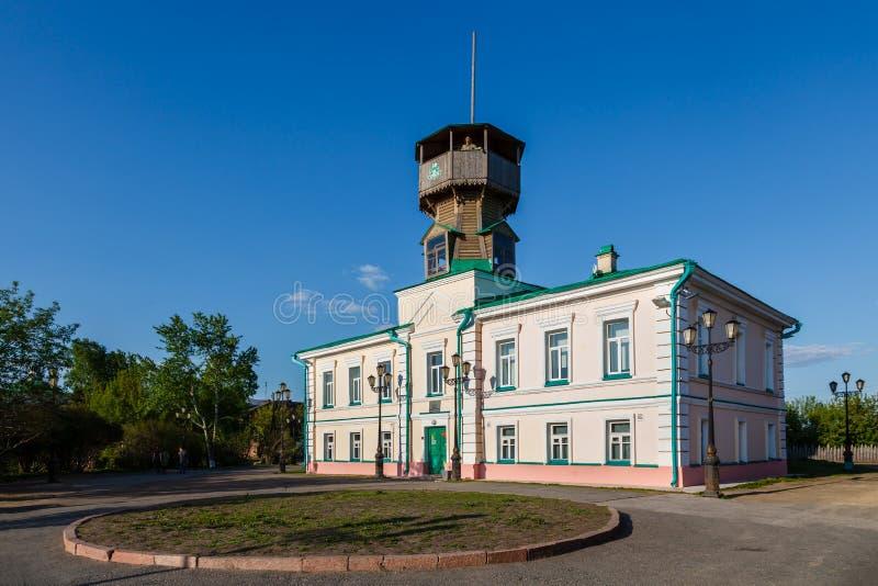 Museu da história no monte na cidade de Tomsk imagens de stock