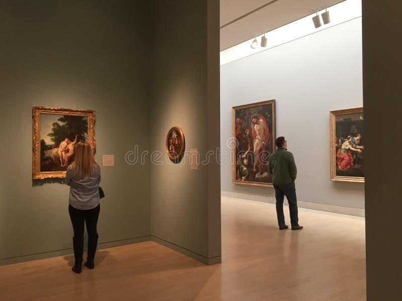 Museu de artes moderno de visita fotografia de stock