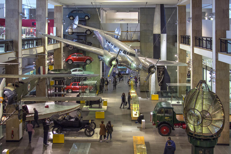 Museu de ciência - Londres - Inglaterra imagem de stock