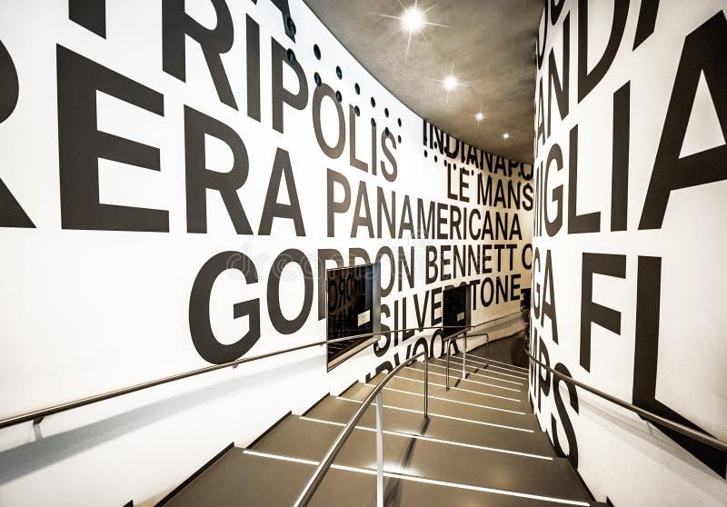 Museu de visita de Mercedes Benz foto de stock