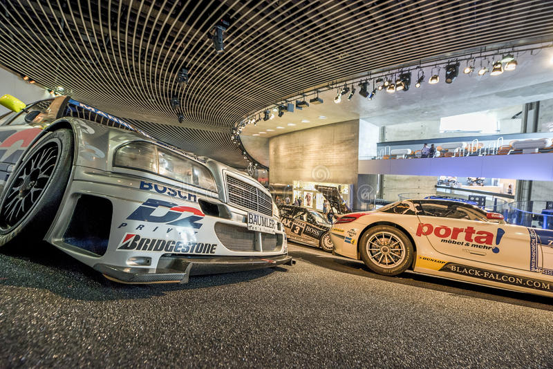 Museu de visita de Mercedes Benz imagem de stock royalty free