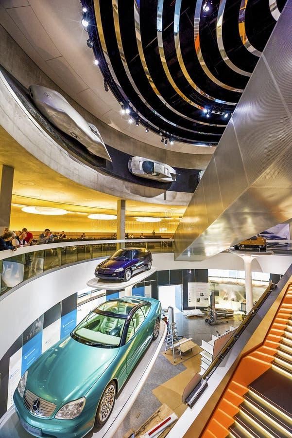 Museu de visita de Mercedes Benz fotografia de stock royalty free