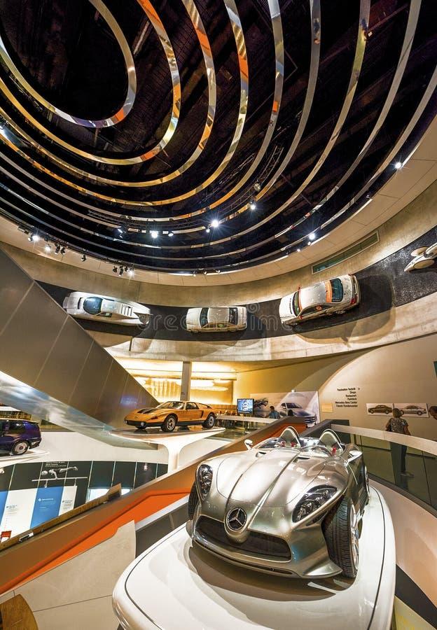 Museu de visita de Mercedes Benz imagens de stock royalty free