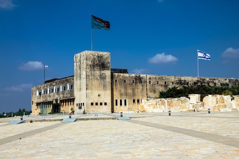 Museu de Yad Lashiryon da fortaleza de Latrun (antiga delegacia Britânico-palestina) agora (corpo blindado) israel fotos de stock royalty free