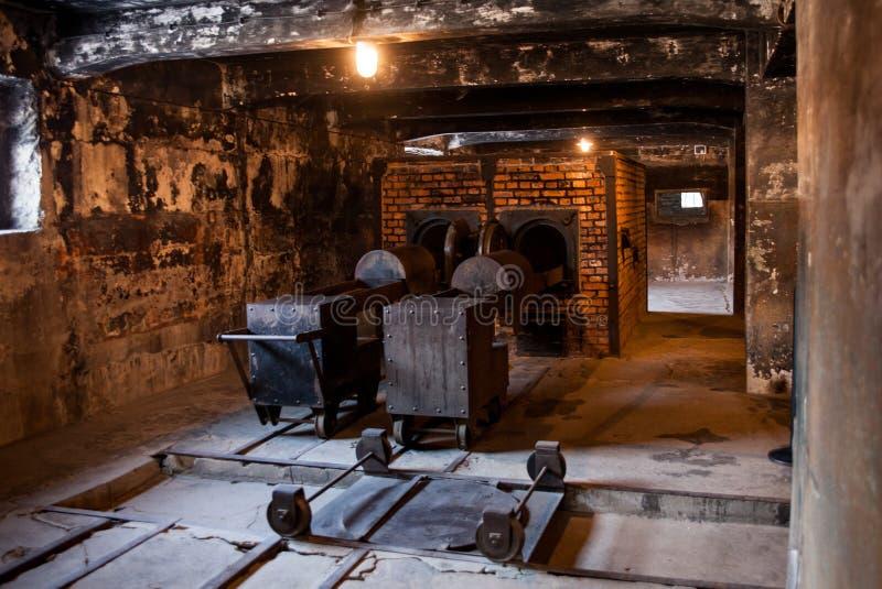 Museu do crematório do holocausto ao lado da câmara de gás Lugar escuro terrível em um campo de concentração foto de stock royalty free